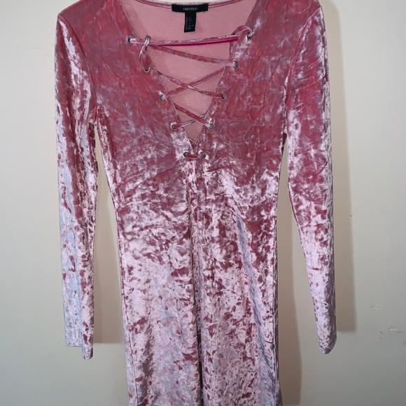 Forever 21 Dresses & Skirts - Velvet Pink Blush Dress